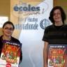Deux élèves de l'École d'éducation internationale participent à une campagne de prévention à l'influenza