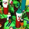 Arbre de Noël fait d'objets recyclés à l'école L'Arpège