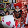 Des élèves de l'école Jacques-Rocheleau organisent une exposition sous le thème Alice au pays des merveilles