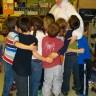 Visite inattendue de Flocon le lapin de Pâques à l'école Le Petit-Bonheur