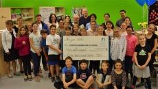 Des élèves de l'école du Grand-Chêne remettent 3 050 $ à la Fondation québécoise du cancer