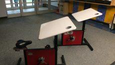Des vélos-pupitres à l'école de l'Envolée