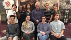 Participation des élèves de l'École d'éducation internationale à l'exposition Anne Frank