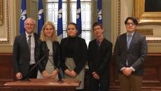 Des élèves de l'École d'éducation internationale en visite au Parlement