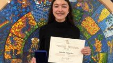 Une élève de l'École d'éducation internationale honorée